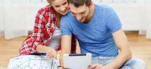 pareja planificando calefaccion